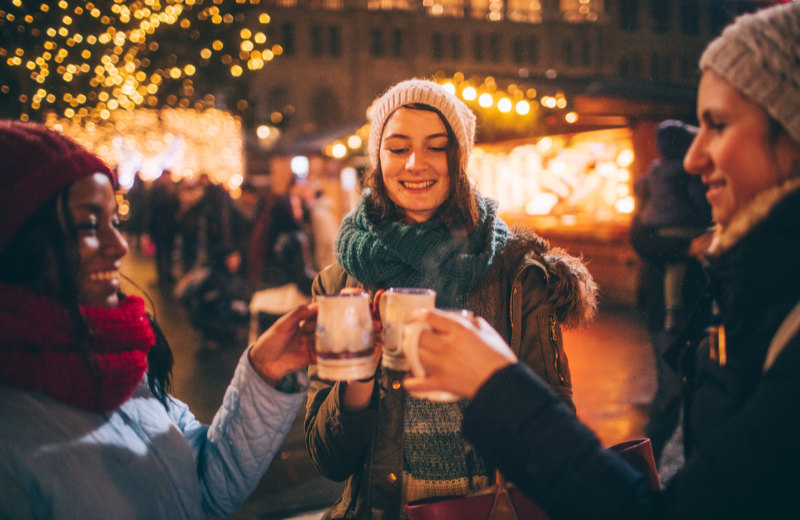 Christmas Markets 2019 – friends enjoying mulled wine.