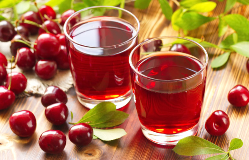 An insomnia home remedy – Cherry juice with fresh berries