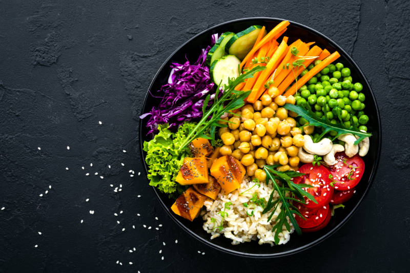 5 healthy lifestyle habits to adopt include eating a balanced diet.