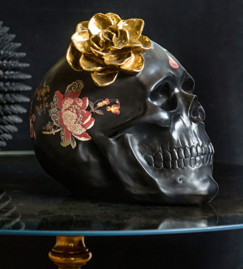 Home trends 2020 skull with flowers