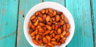 Activated nuts – wet raw almonds