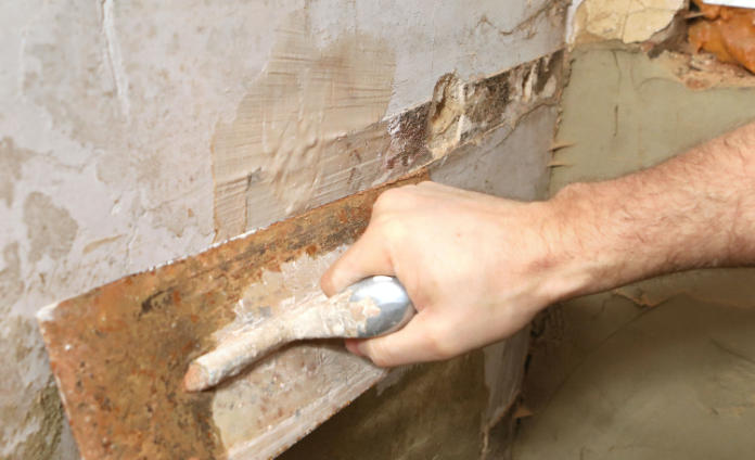 Finishing the plaster repair