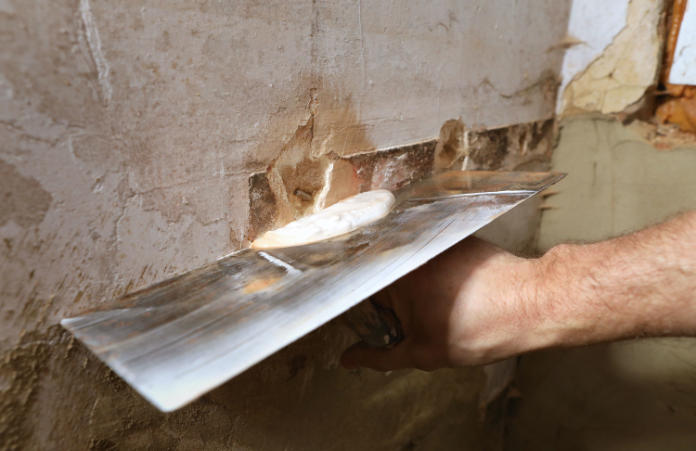 How to repair plaster walls - which type of wall