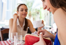 How not to fall out with friends over money