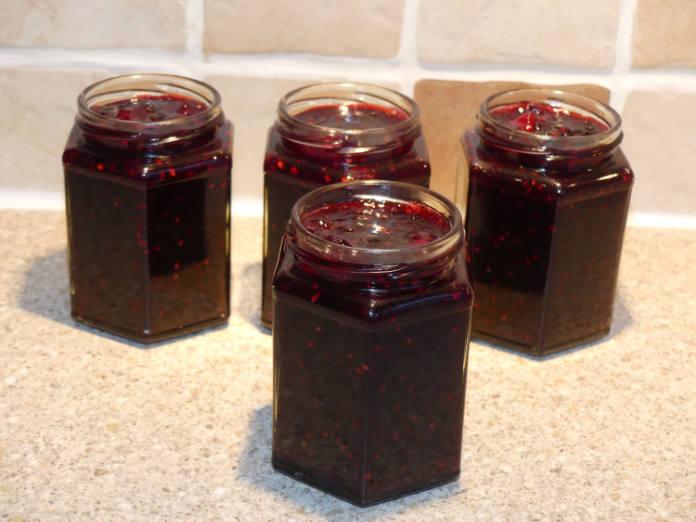 Apple and wild blackberry jam