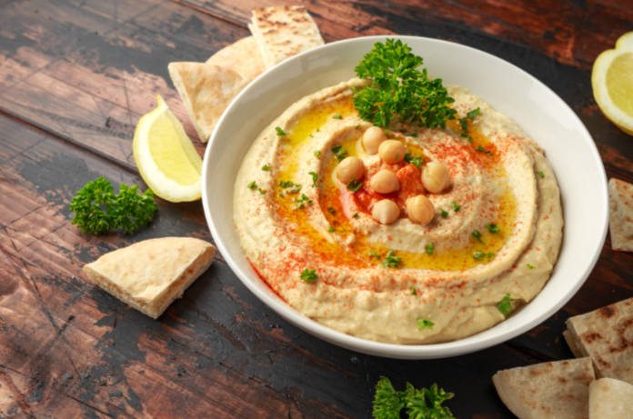 Hummus with olive oil, paprika, lemon and pita bread.