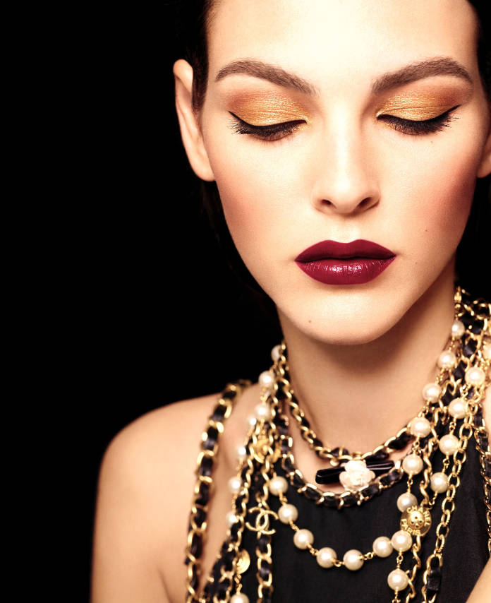 Gold metallic eyeshadow