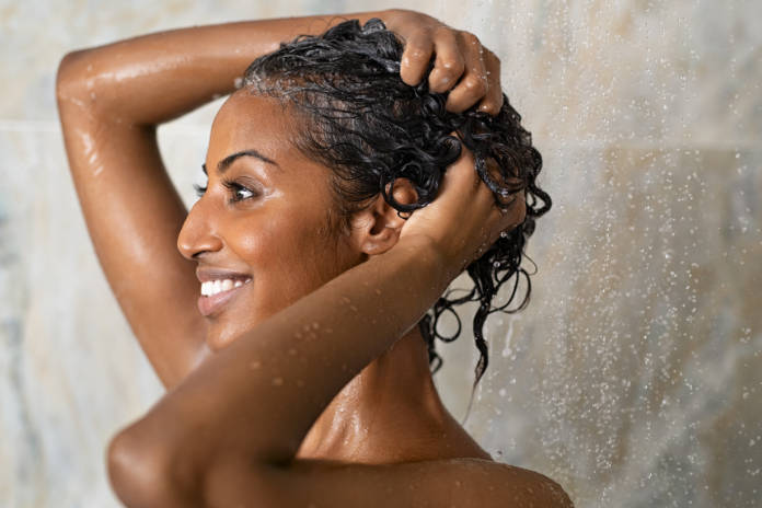 How to protect hair in winter by avoiding water that's too hot