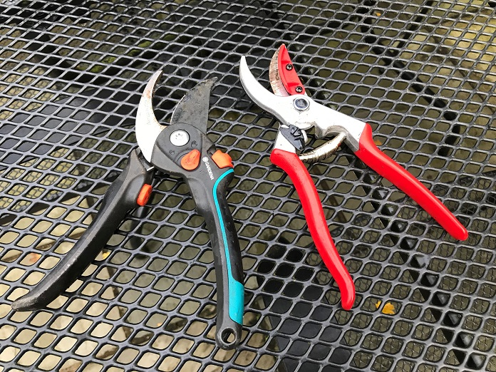how to clean garden tools for winter