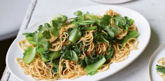 Fried noodles with greens