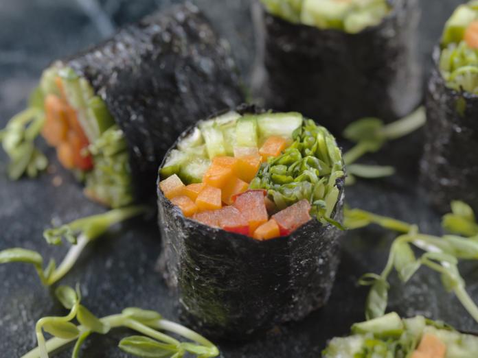 Superfood seaweed – salad rolls