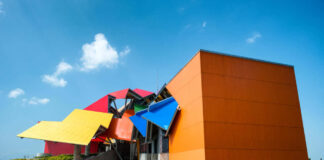 Colourful buildings Biomuseo, Panama
