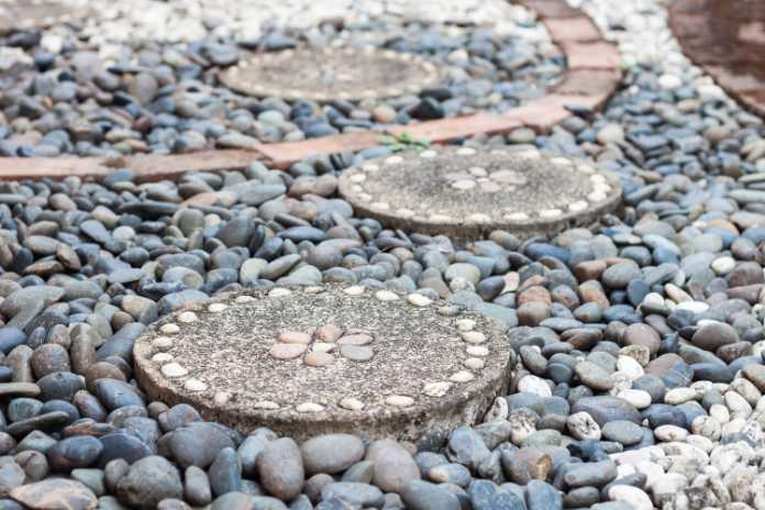 Use pebbles and stones for a coastal effect