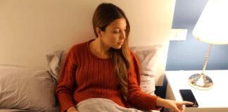 A women suffering from sleep procrastination
