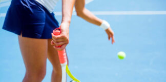 A women about to play thanks to tennis tips